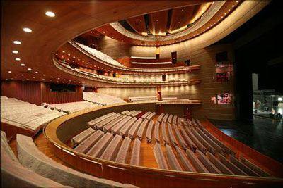 歌剧节目是剧院服务的核心,也是积累观众的立足之本