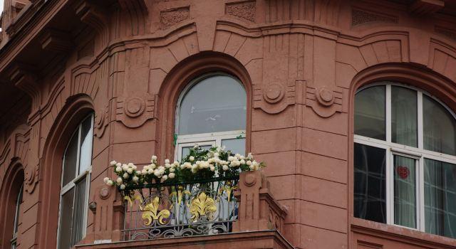 当时营业面积只有70多平方米,主要经营俄式西餐茶食小吃.