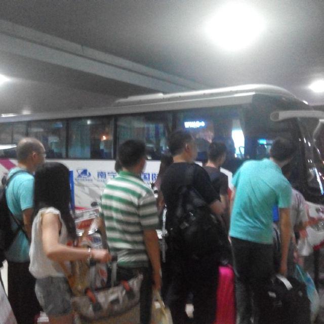 南宁到南宁火车站到机场大巴.早上6:20的动车到桂林.