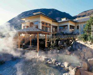 Top 10 Most Popular Hot Springs in Japan