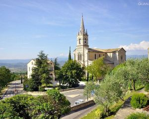 Go to These Local Towns and Take An Alternative Route in The South of France