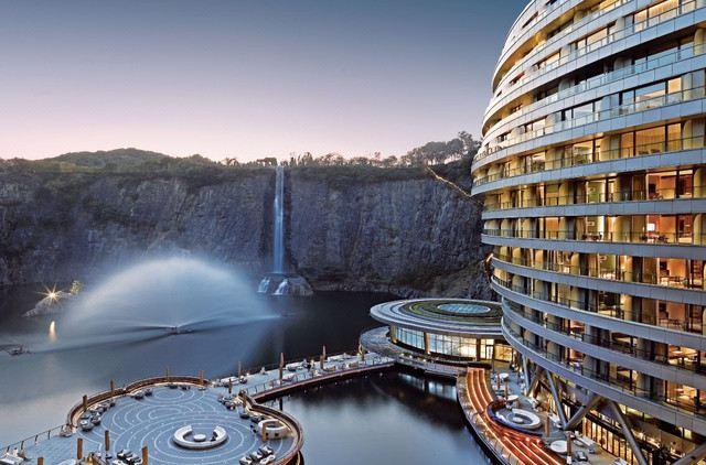 10 Most Unbelievable Underwater Hotels: Sweden, Dubai, Florida, Fiji