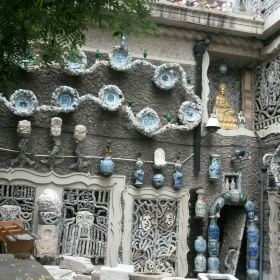 很多第一次到天津旅游的人,会把疙瘩楼误认为就是瓷房子.图片