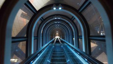 日本大阪——梅田空中庭院观光梯