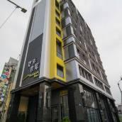 碧港良居商旅(高雄站前館)