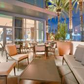 阿納海姆度假村會議中心歡朋套房酒店