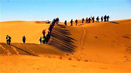 沙漠徙步.jpg