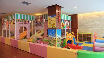 温泉池儿童活动室 ---- 何立群 摄 (1).jpg