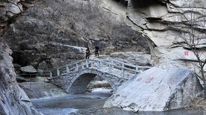 陈仲徳-黑龙潭的桥(组照).jpg