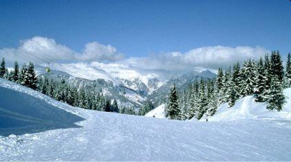 天山天池滑雪场2.png