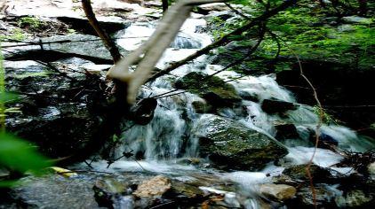 溪间流水.jpg