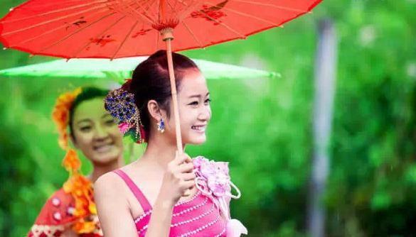 傣族姑娘_西双版纳水一样的傣家姑娘