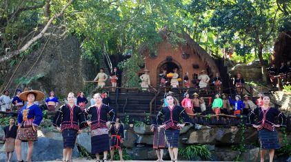 黎族传统服饰秀  (1)