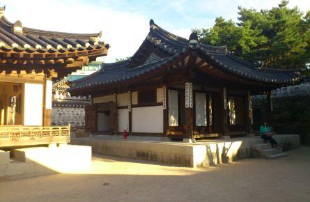 韓國古代的房子都有地暖哈