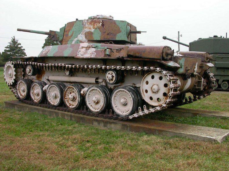 二战时美军机枪_日本97式中型 坦克 ,后面还有一挺机枪图片
