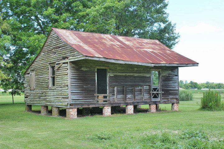 像這樣的一個房子,可能兩個奴隸家庭大約20人要擠在里面.)