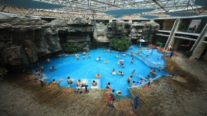 室内水疗池
