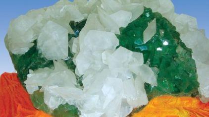 产自湖南的绿萤石