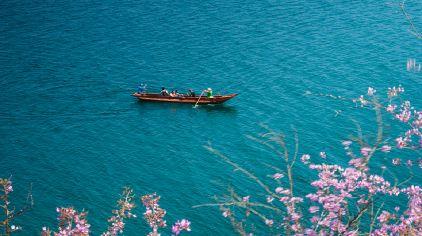 四川-泸沽湖-猪槽船.jpg