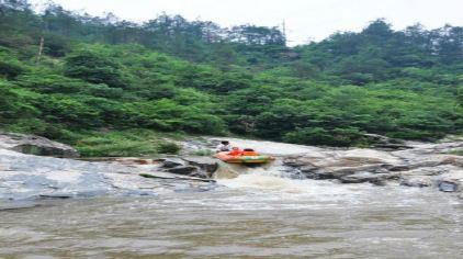 孔雀河漂流