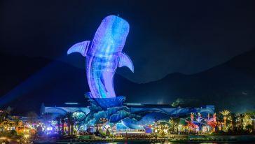 鲸鲨馆夜景.jpg
