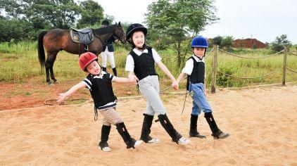 幼儿学骑马2.jpg